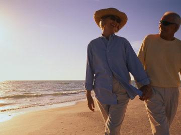 mare anziani spiaggia fano